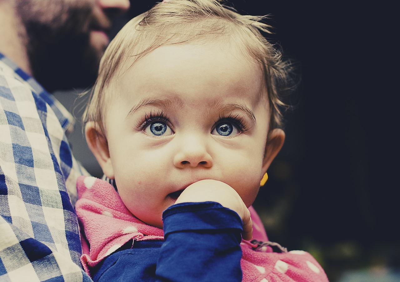 perforación infantil de orejas